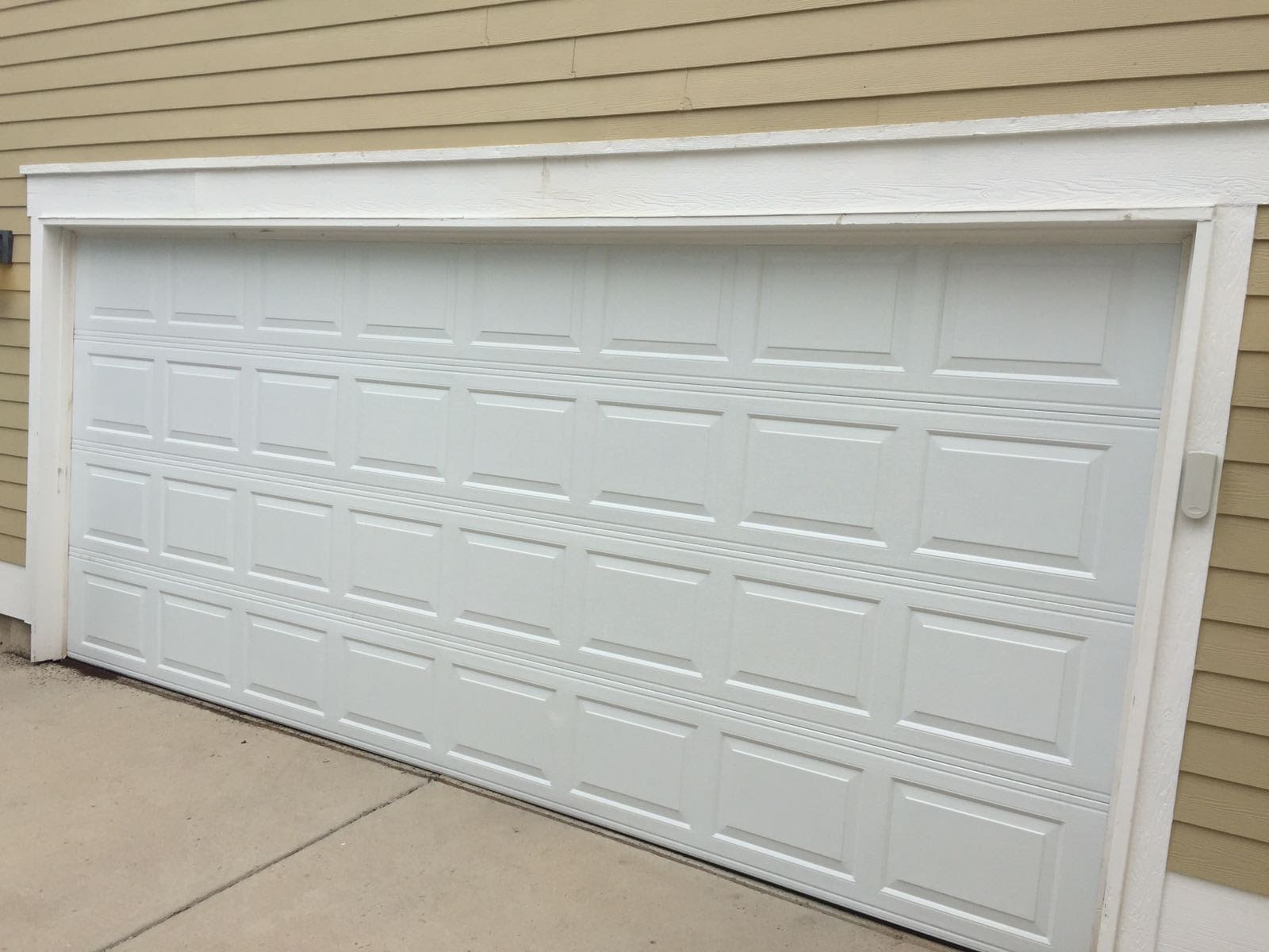 Garage Door Service Inc - White Garage Door